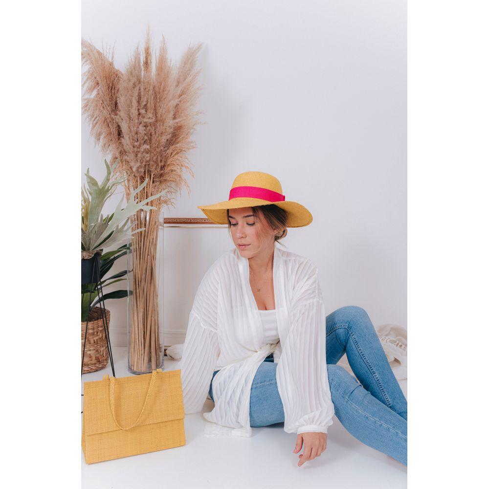 Mulher com chapéu