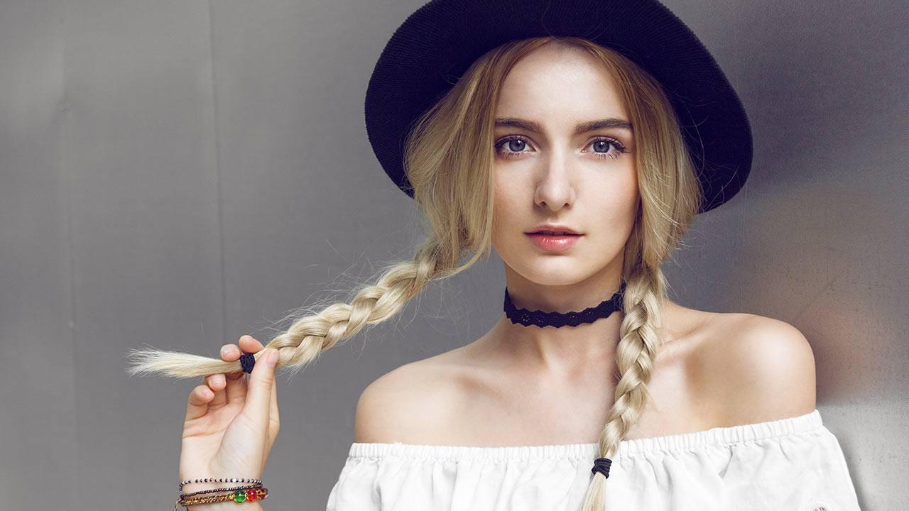 trança é um penteados para usar com chapéu