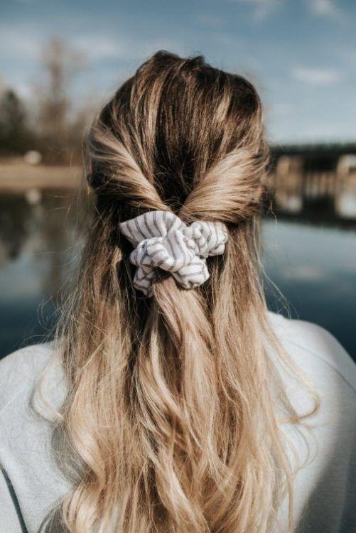 scrunchie é trend da primavera