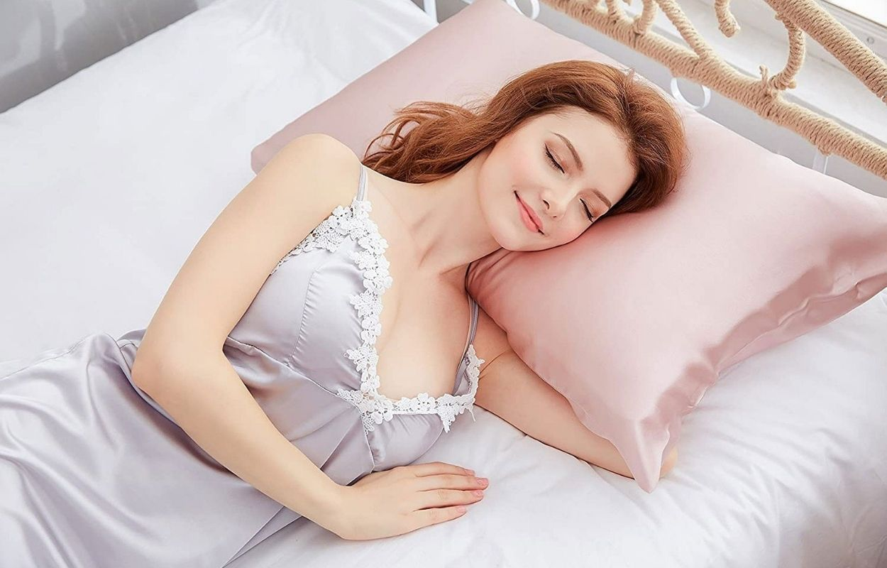 Imagem mostra mulher dormindo - frases de boa noite