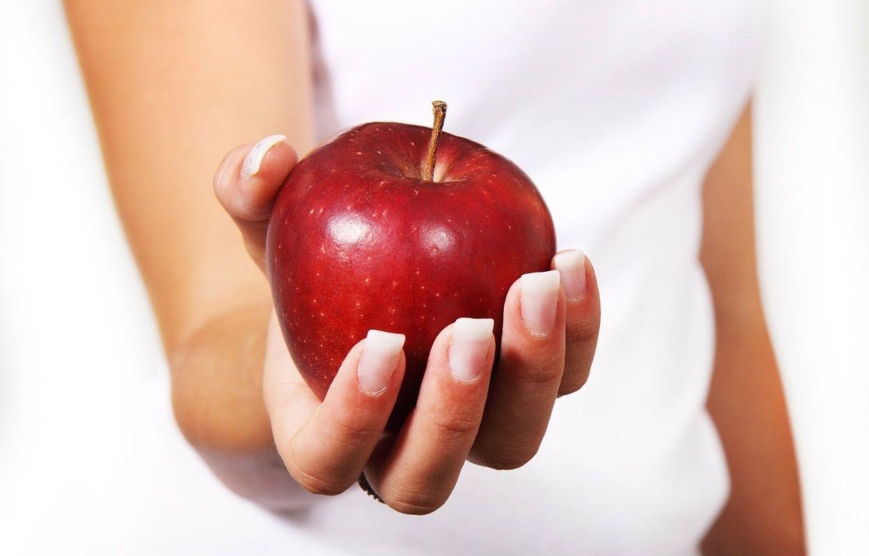 Imagem mostra maçã - banho para o amor